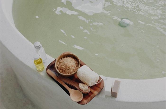 Ванна с аромамаслами помогает расслабиться. / Фото: heroine.ru