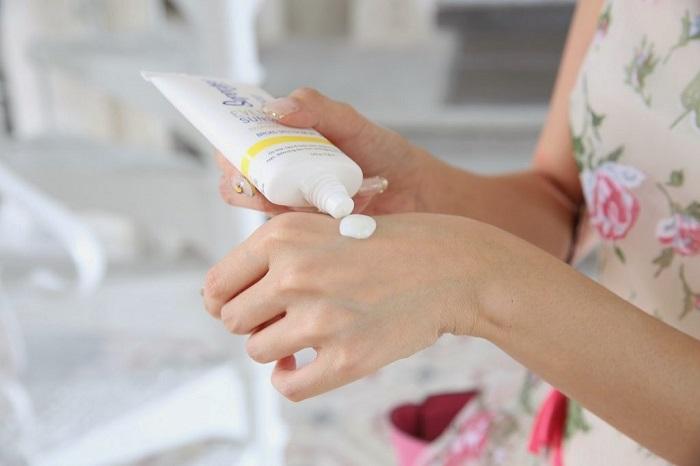 Крем для рук нужно использовать регулярно. / Фото: hochyvseznat.ru