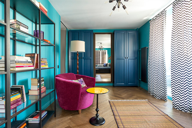 Обилие голубого цвета отвлекает от реальных размеров комнаты. / Фото: home-design.ru