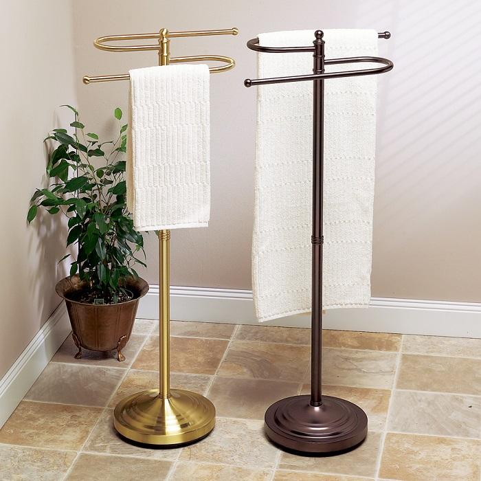 Стойки для полотенец будут отлично смотреться в ванной комнате. / Фото: homebydecor.com