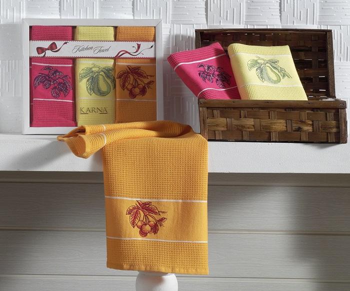 Разноцветные полотенца вызывают визуальный шум. / Фото: home.waulaw.ru