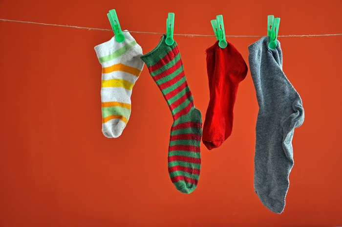 Вместо того, чтобы искать пару к вашему носку, лучше купите новые. / Фото: hozvopros.com