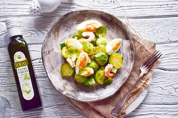 Лучшая заправка для салата из брюссельской капусты является оливковое масло. / Фото: ideal-eda.ru