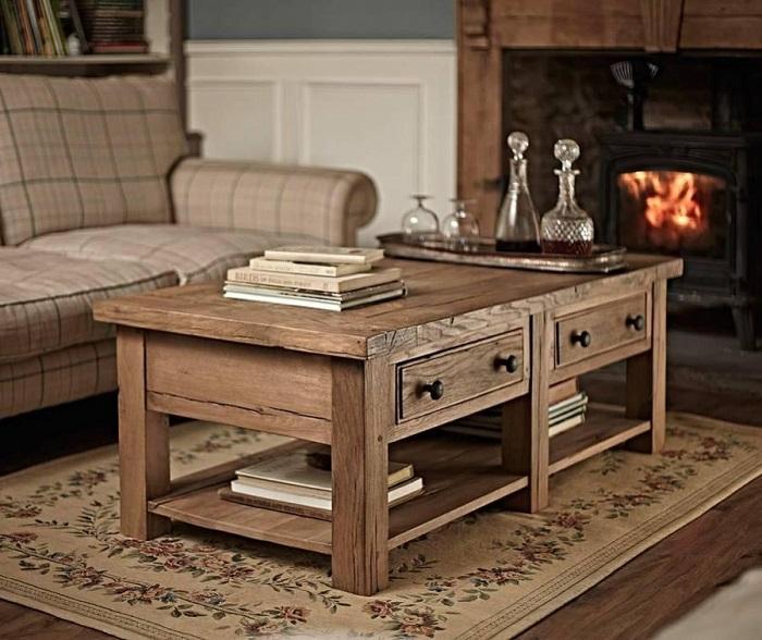 Поставив рядом две тумбочки, можно получить удобный журнальный столик. / Фото: imperial-wood.ru