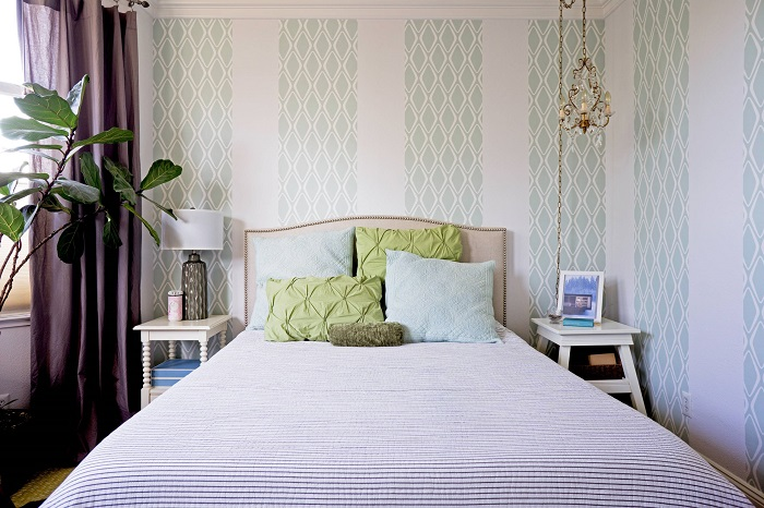 Обои с ромбами в интерьере спальни. / Фото: houzz.ru