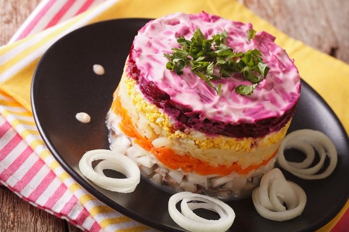 Салат создавался в качестве примиряющего блюда. / Фото: odnaminyta.com