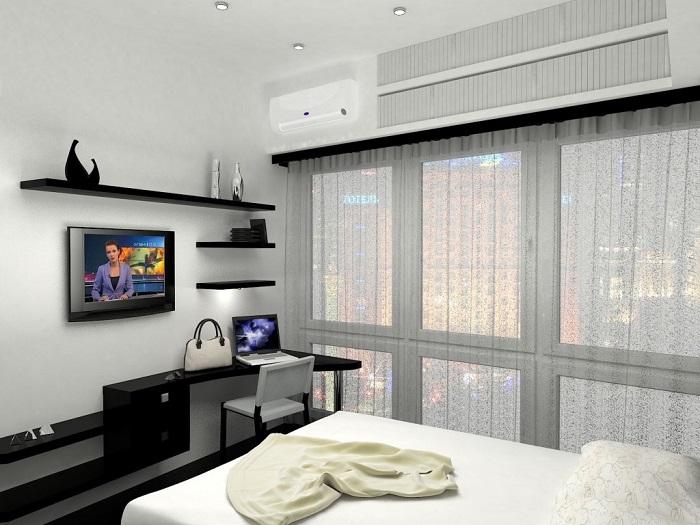 Домашний офис можно оформить в ногах кровати, если там есть место. / Фото: interiormix.ru