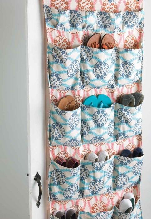Органайзер с кармашками можно сшить своими руками из ткани. / Фото: interweave.com