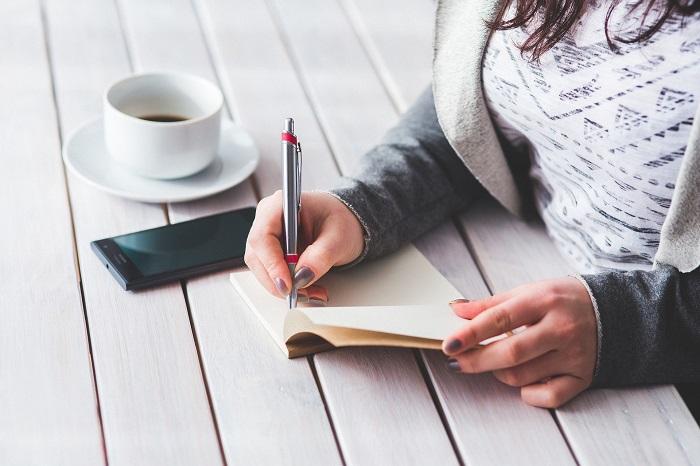Составьте список того, что нужно изменить в квартире в первую очередь. / Фото: jeanginzburg.com