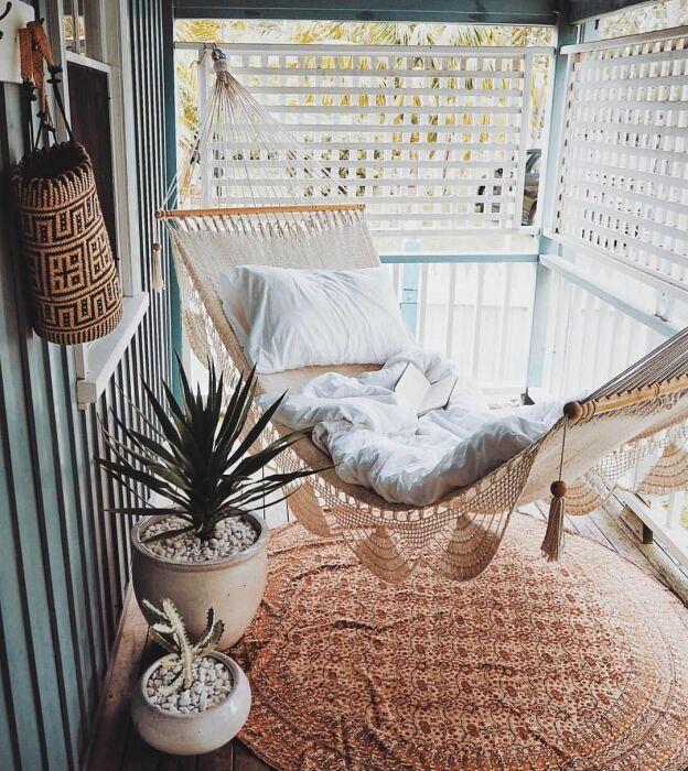 Гамак идеально подходит для отдыха и чтения. / Фото: Pinterest.ru
