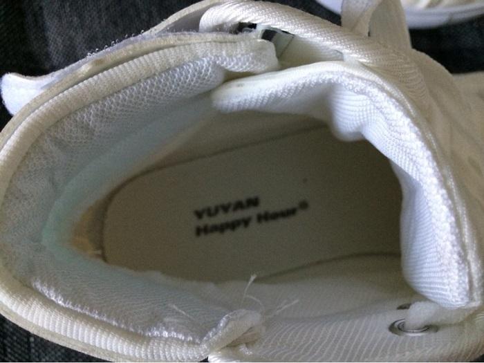"""Швы в кроссовках не должны торчать. / Фото: alitrack.ru"""""""