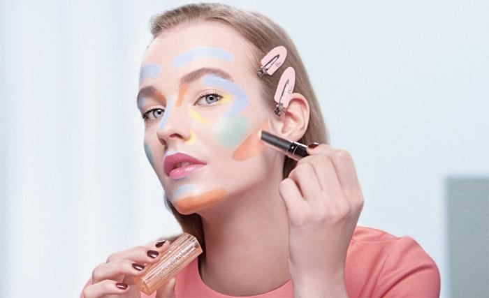 Разноцветные корректоры наносятся на разные участки лица. / Фото: moninomama.ru