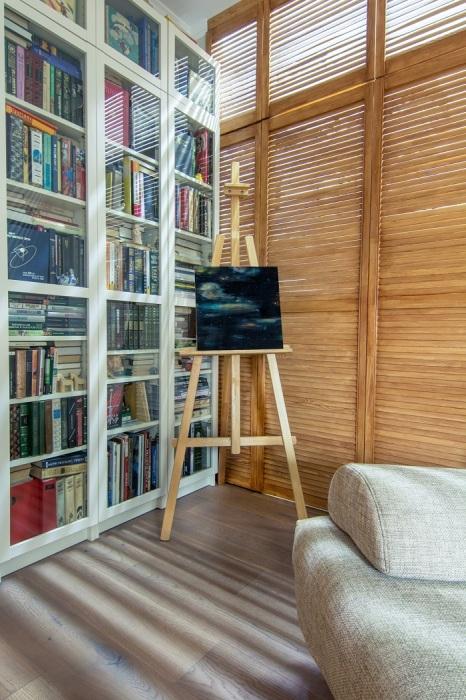 Пусть дверцы шкафа выглядят как ставни или жалюзи. / Фото: houzz.ru