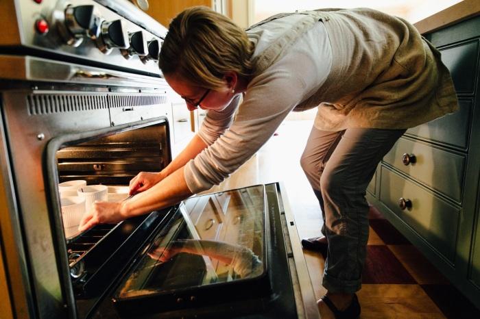 Определить готовность блюда, заглянув в духовку, не получится. / Фото: severdv.ru