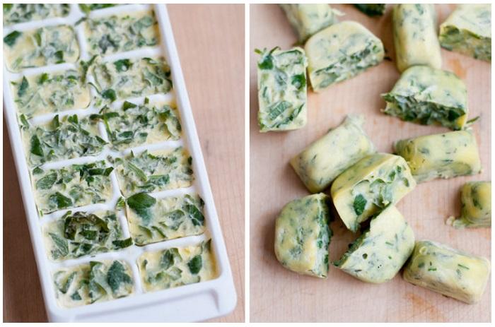 Залейте зелень растопленным сливочным маслом и заморозьте