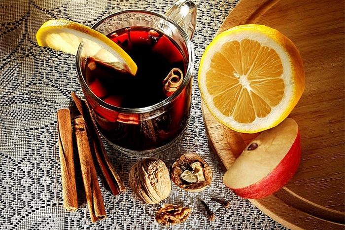 Глинтвейн с медом и лимоном - отличное средство для повышения иммунитета. / Фото: kakzachem.ru