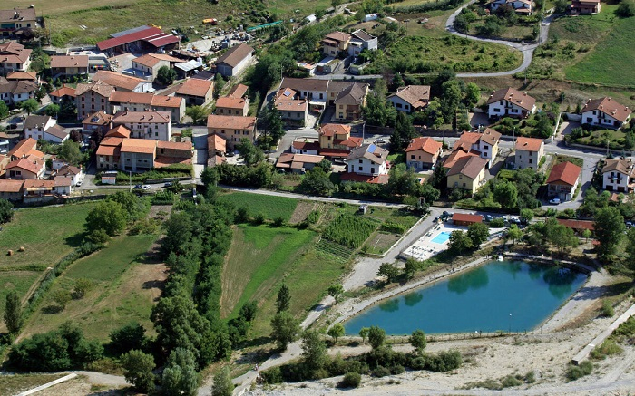 Каррега-Лигуре - один из наименее населенных поселков Италии. / Фото: tourister.ru
