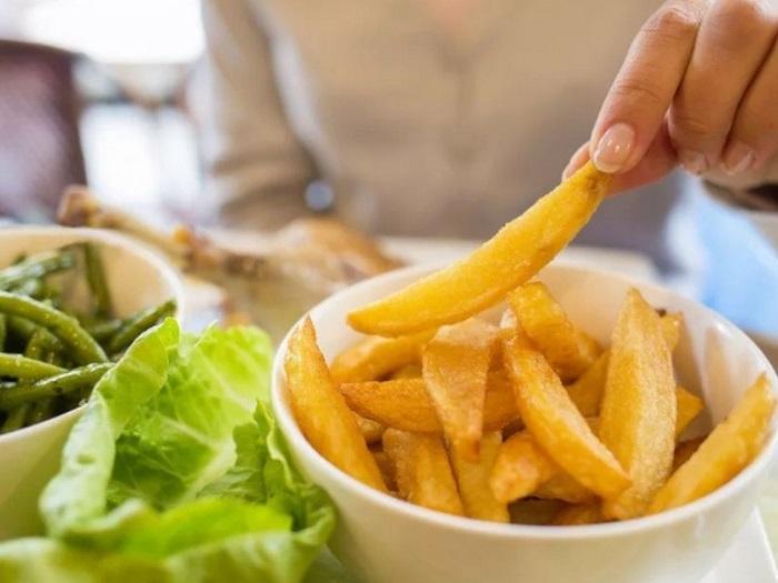 Картофель фри долго переваривается. / Фото: zastavki.com