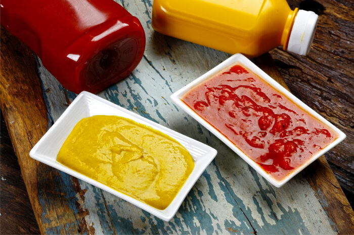 Кетчуп и горчица в открытом виде относятся к скоропортящимся продуктам. / Фото: shop.alem.ws