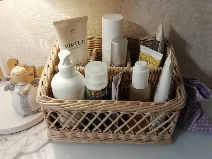 В корзину можно складывать уходовую косметику для лица и волос. / Фото: livemaster.ru