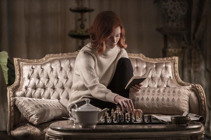 Главная героиня сериала Бет в доме приемных родителей. / Фото: kinochannel.ru