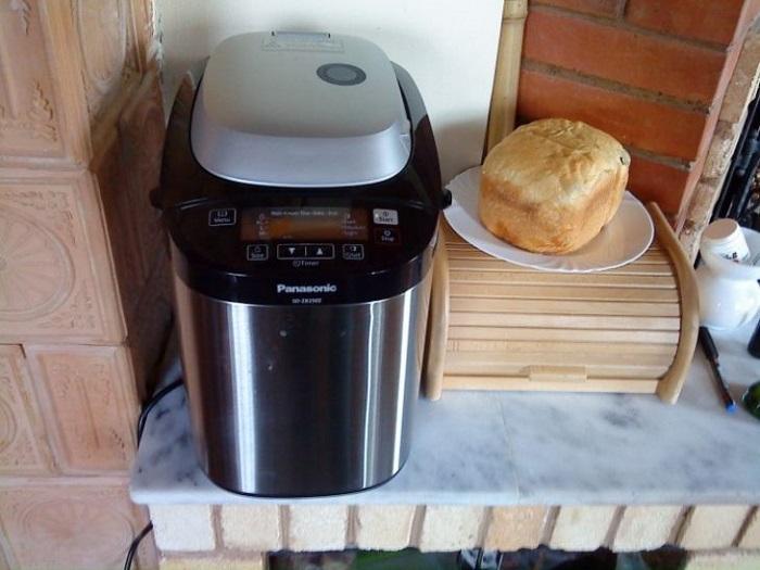 Хлебопечка может использоваться не только для приготовления хлеба. / Фото: kitchendizajn.ru
