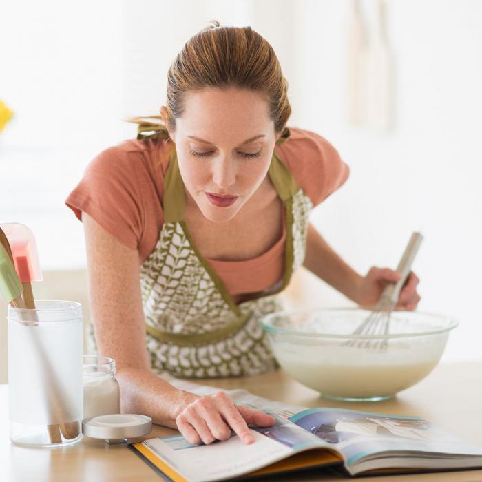 По ходу готовки нужно сверяться с рецептом. / Фото: kniga-s-receptamy