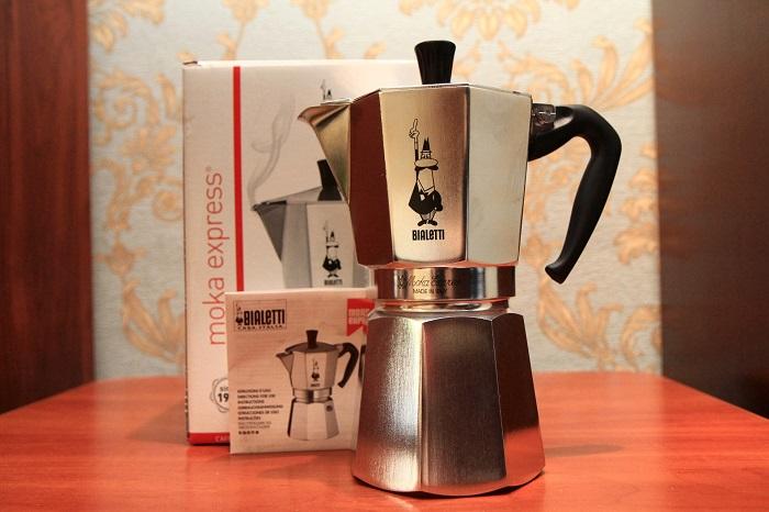 Гейзерная кофеварка в Италии называется мокка. / Фото: okoffe.ru