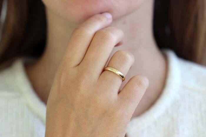 Обручальное кольцо можно снять, если в нем неудобно. / Фото: mysekret.ru