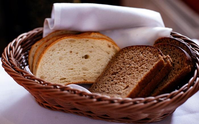 Хлеб можно включать в меню, но нельзя злоупотреблять. / Фото: pexels.com