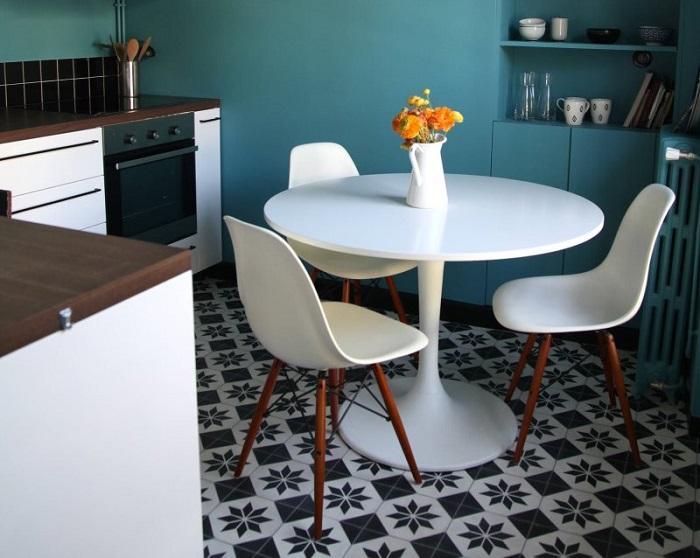 Круглый стол занимает меньше места. / Фото: pinterest.ru