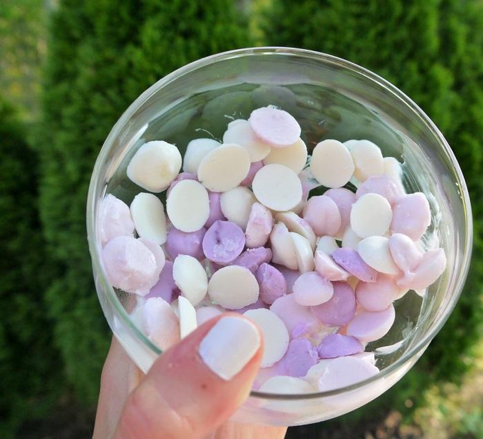 Капельки из йогурта нужно замораживать в холодильнике. / Фото: liveinternet.ru