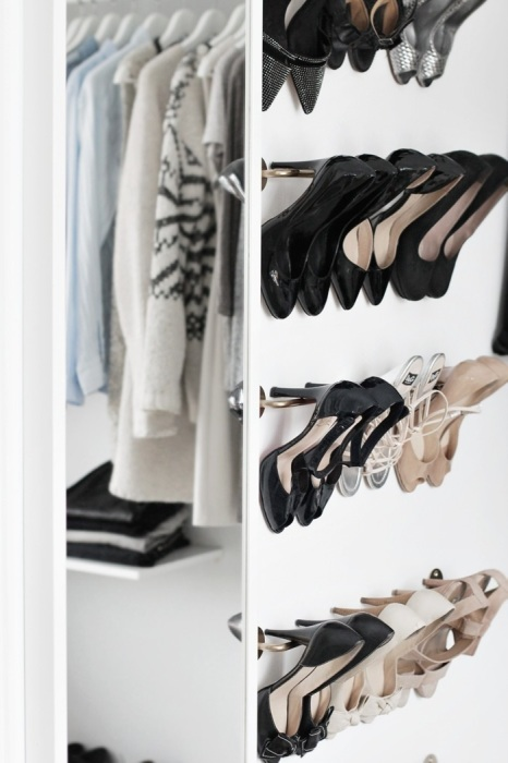 Рейлинг - отличный вариант для размещения обуви на каблуке. / Фото: kvartblog.ru