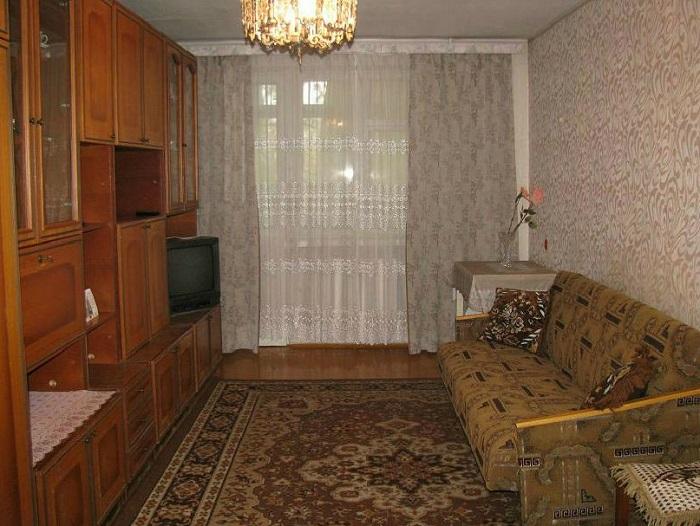 Мебель, модная в 2000-х, вряд ли привлечет внимание покупателей. / Фото: klik-remont.ru