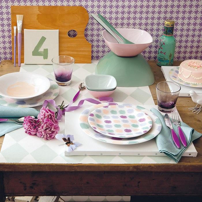 Ставьте сервизы на столешницу только если готовитесь к приходу гостей. / Фото: lamusteatralny.pl