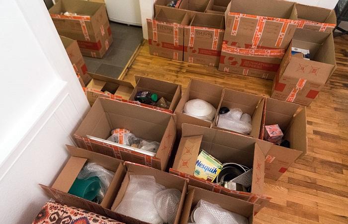 Подготовьте в коробки, в которые будете складывать вещи. / Фото: varlamov.ru