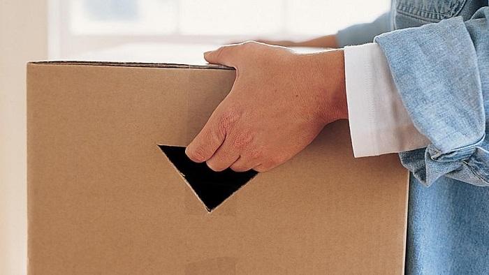 Для удобства сделайте ручки в коробке. / Фото: perevezem-ka.ru