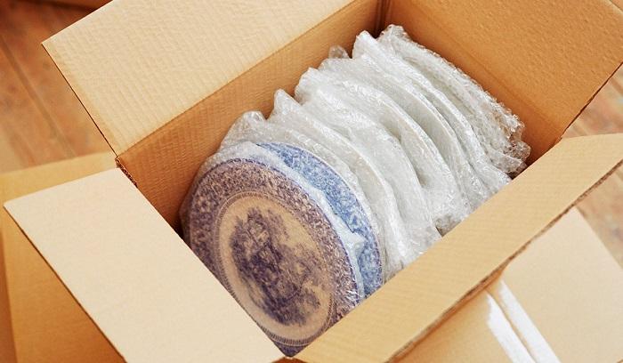 Посуду перевозите в пузырчатой упаковке. / Фото: sam-otdelochnik.ru