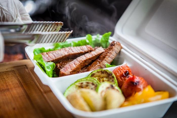 Еда на вынос - отличное решение, если вы не любите готовить. / Фото: liveangarsk.ru