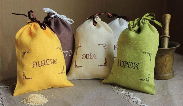 Полотняные мешочки хорошо пропускают воздух и являются экологичными. / Фото: livemaster.ru