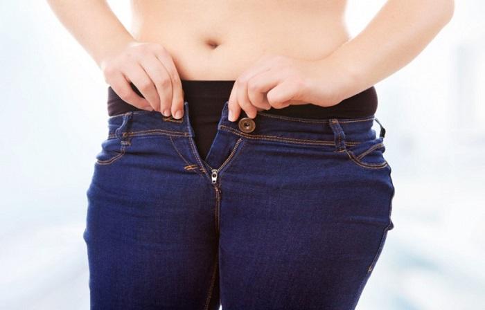 Маленьким джинсам не место в вашем шкафу. / Фото: liveposts.ru
