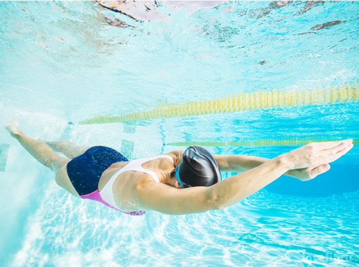 Плавание поможет привести тело в хорошую форму. / Фото: lovefit.ru