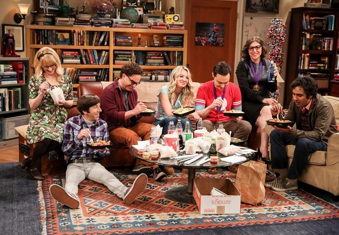 Американские сериалы лучше всего демонстрируют привычку ходить в квартире обутым. / Фото: wink.rt.ru