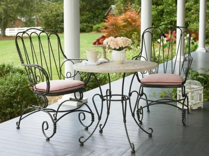 Кованные предметы мебели прослужат вам много лет. / Фото: magiya-metalla.su