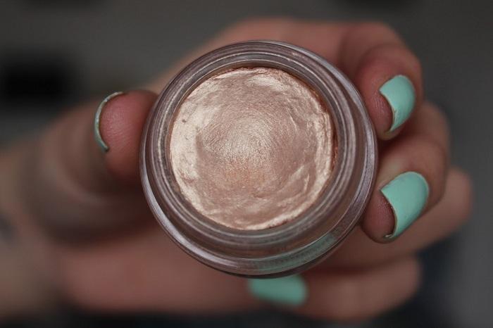Кремовые тени - идеальный вариант для макияжа. / Фото: makeup.ru