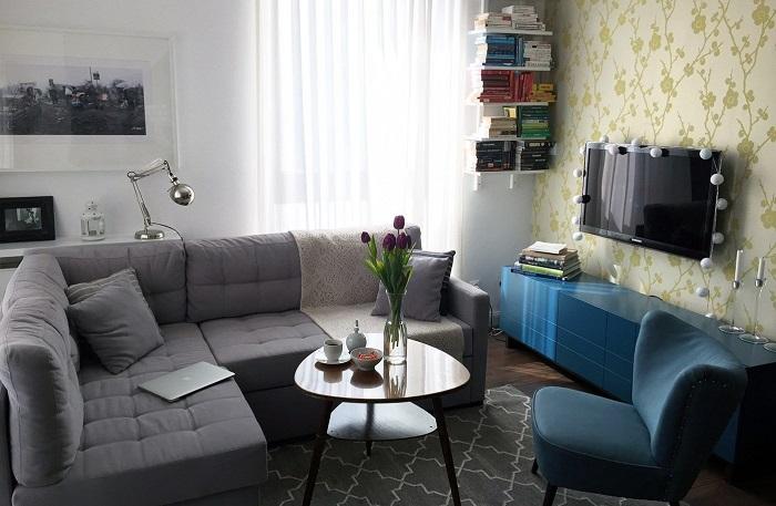 Большая мебель не оставляет места для маневров. / Фото: mykaleidoscope.ru