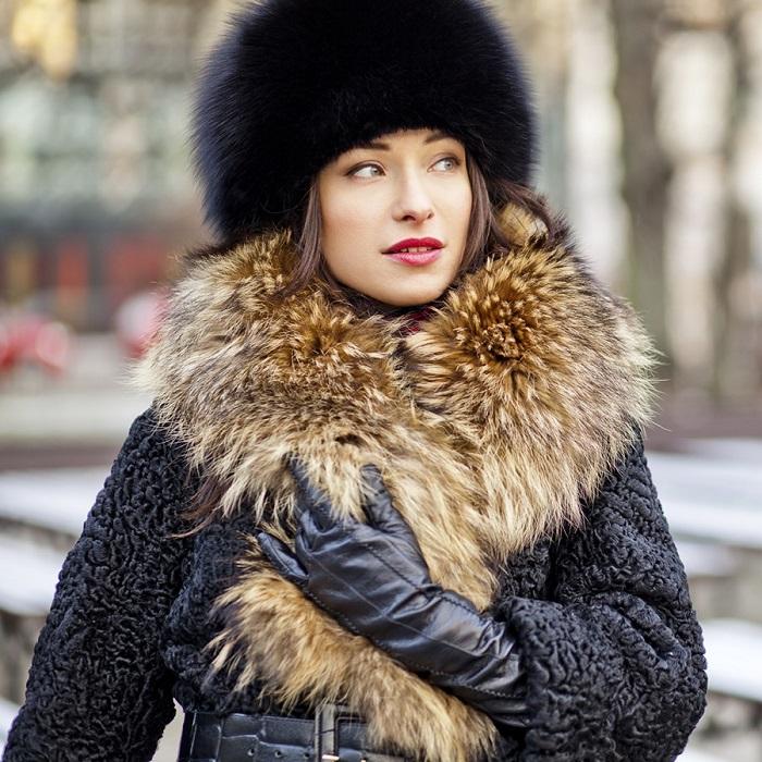 Меховая шапка хорошо сочетается только с шубой из натурального материала. / Фото: mana.su