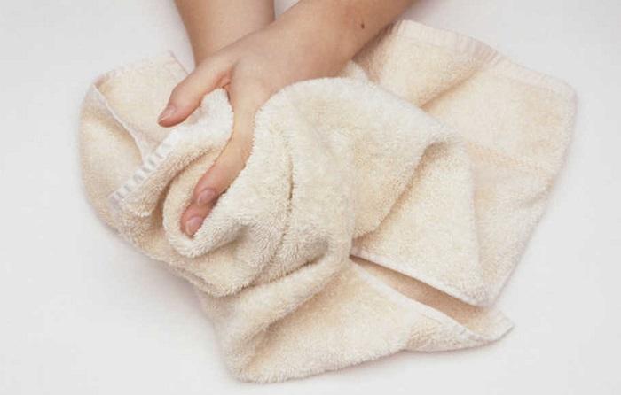 Теплым полотенцем приятно протереть руки перед едой. / Фото: folkextreme.ru