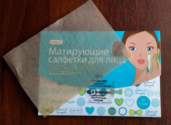 Матирующие салфетки устраняют жирный блеск, но не задевают мейкап. / Фото: irecommend.ru
