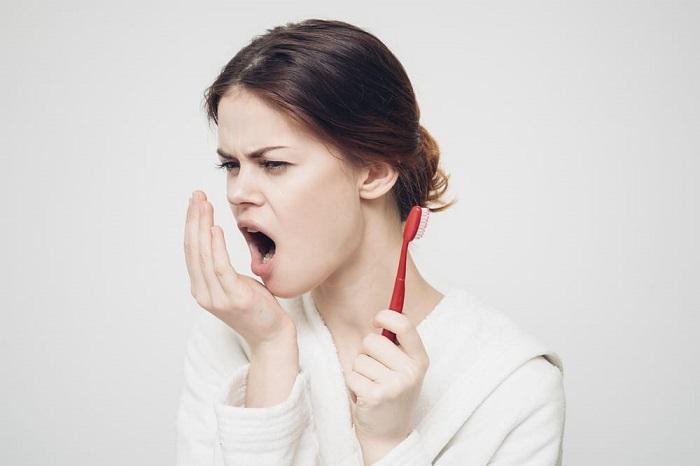 Несвежее дыхание помогут устранить кофейные зерна. / Фото: med8.ru